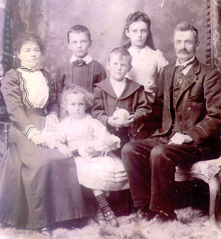 Charles and Alice Bagg with their children: Mabel; Charles; Harry and Edith.