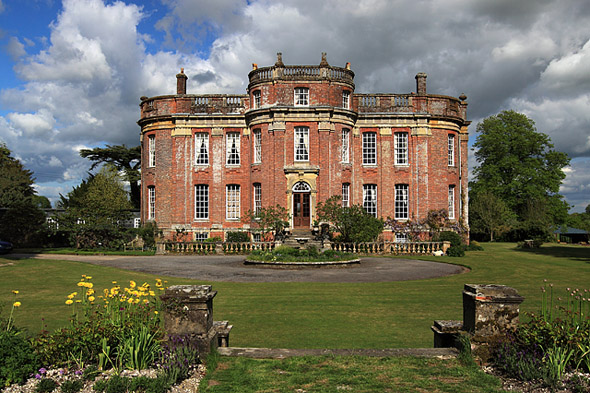 This photograph of Chettle House was taken by Mike Searle. For more about the photographer click on the image.